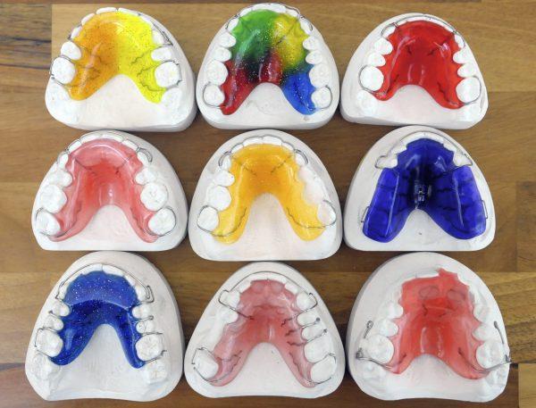 Plaatapparaten Orthodontiepraktijk Leeuwarden in kleuren.