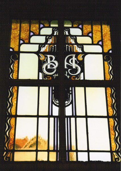 OBAS glas in lood ramen in wachtkamer praktijk.