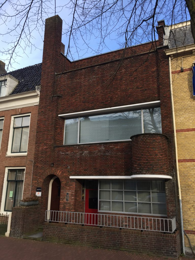 Druifstreek 63 voormalige atelierwoning architect Piet de Vries later orthodontistenpraktijk.
